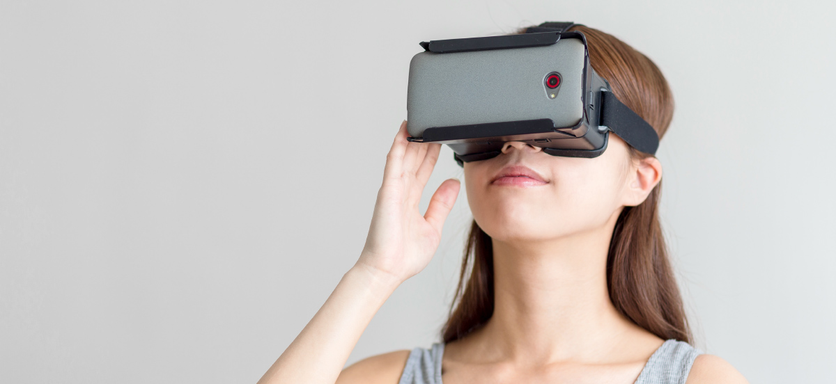 woman using Oculus Rift for Serious Gaming